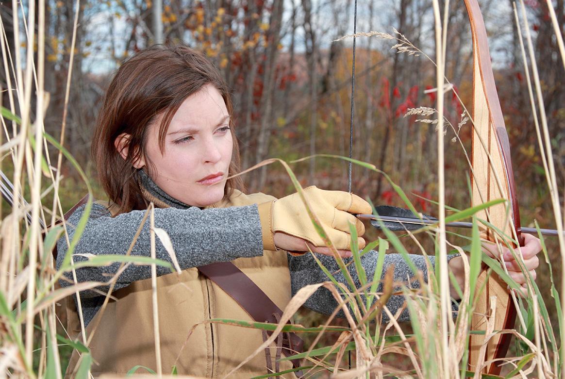 Femme chasse à l'arc