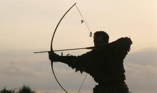 Chasseur à l'arc traditionnel