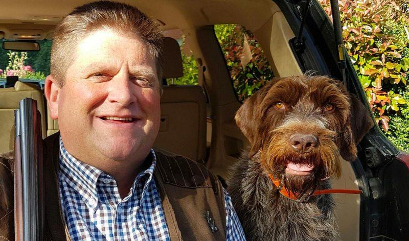 Willy Schraen et son chien couverture de son livre